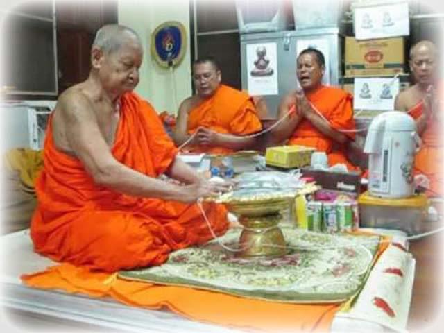 Luang Phu Waas Blessing Amulets at Wat sapan Sung