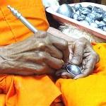 Luang_Phu_Juea_Makes_Bia_Gae_amulet-2