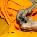 Luang_Phu_Juea_Makes_Bia_Gae_amulet-400x198
