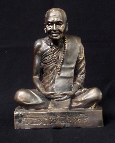 Por Tan Nam Bucha Statue