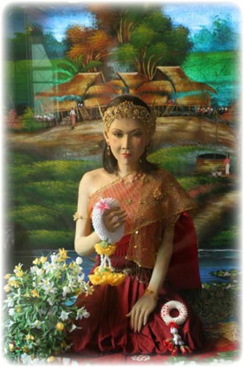 Mae Ya Nang Ruea Prai Takian Tree Boat Deva