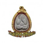 How to Pray to Thai Amulets