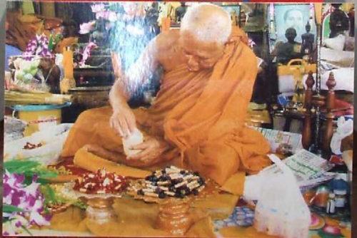 Luang Por Jamlong Wat Chedi Daeng Blessing Takrut Amulets