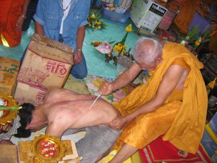 Luang Por Jamlong Wat Chedi Daeng Blessing a devotee (Looksit) with Kong Grapan Chadtri Magic